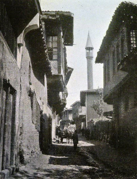 A street in the town of Marsovan/Merzifon (Source: W.J. Childs, Across Asia Minor on Foot, Edinburgh/London, 1917)